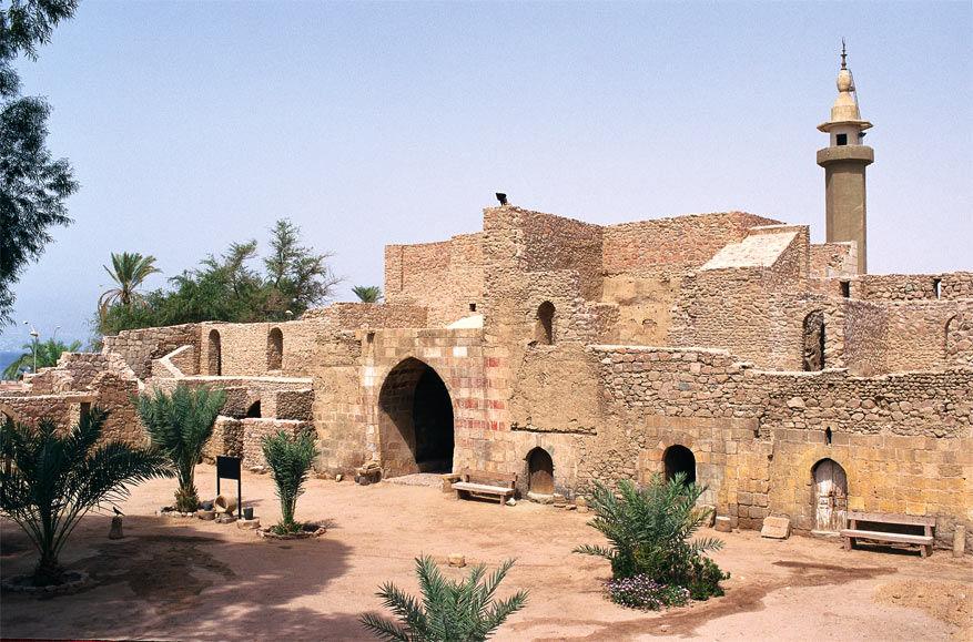 Aqaba heeft een Archeologisch Museum en tal van ruïnes die je kan bezoeken.
