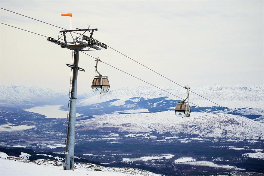 Cairngorm Mountain onder een zacht laagje sneeuw. © Ski Schotland