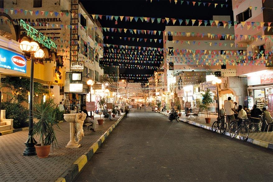 Het sfeervolle centrum van Hurghada bezorgt je een ontspannende avond. © Wikimedia Commons
