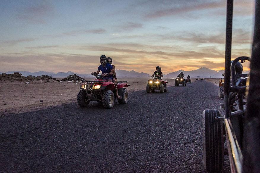 Met de quad trotseren we de woestijn!