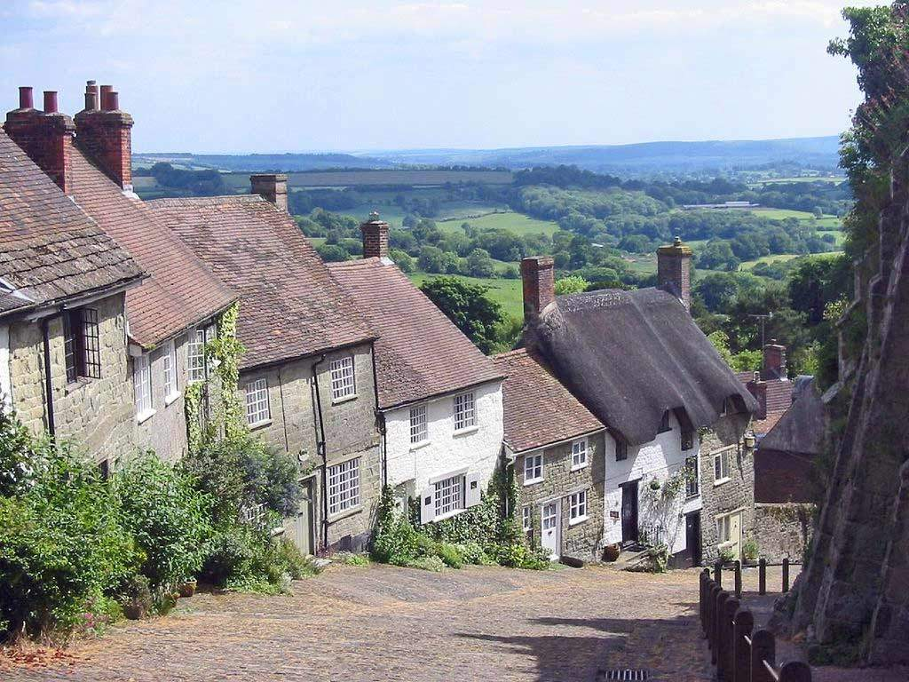 Het schattigste straatje in heel Dorset: Gold Hill in Shaftesbury. © Wikimedia Commons