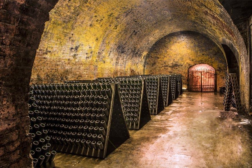Asti: de 'ondergrondse kathedralen' vol wijn. © Artribune