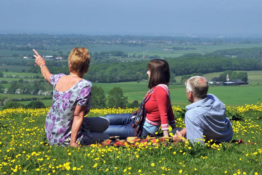 Greeters wijzen je letterlijk de weg naar je volgende halte in Kent! © Visit Kent via Flickr