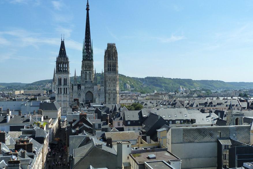 Bekijk Rouen van bovenaf en je ontdekt meteen waarom Monet er zo gek van was.