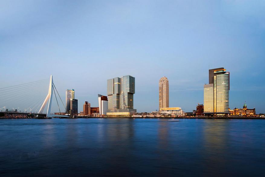 De moderne skyline van Rotterdam. © Mihai Lefter