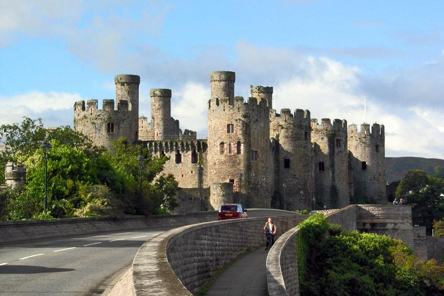 Wales-CaernafaronCastle2