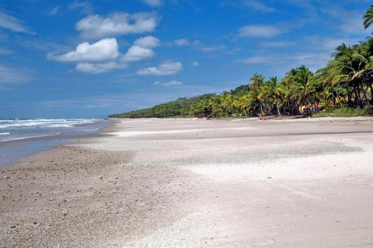 10. Santa Teresa, Costa Rica: Santa Teresa is gekend om de vele surfers die hier naartoe trekken. Ook vissen, snorkelen en kitesurfen zijn hier erg in trek. © Zanzabar Photography via Flickr Creative Commons