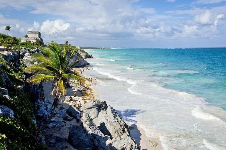5. Tulum, Mexico: Tulum is een zeldzame mix van strand, archeologie en eeuwenoude dorpen. Je kunt hier zonnebaden tussen oude ruïnes of genieten van een traditionele Maya-massage. © Pixabay