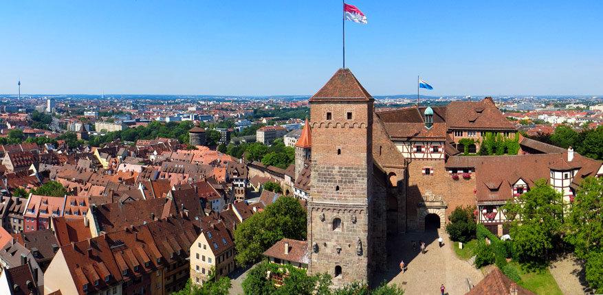 De Kaiserburg van Nürnberg geeft een knap uitzicht op de stad.