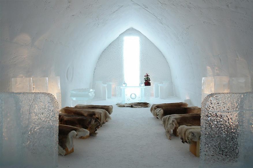 In het SnowHotel kan je slapen en zelfs trouwen in het ijs! © Visit Finland