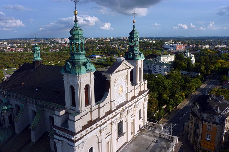 Vanuit de Trinitariërstoren krijg je ook een indrukwekkend zicht op de Sint-Johanneskathedraal. © Bruno Loockx