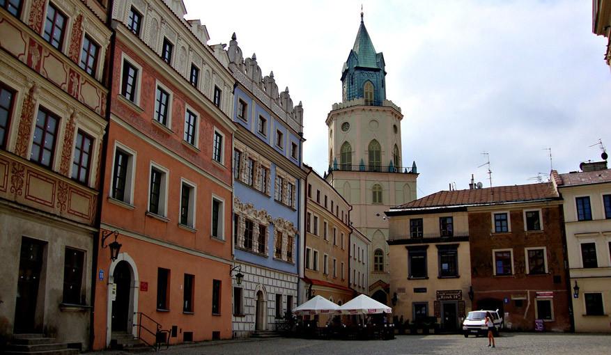 De blauwe, rijke versierde gevel doet diens als het ouderlijk huis van de Poolse Romeo en Julia. © Pixabay