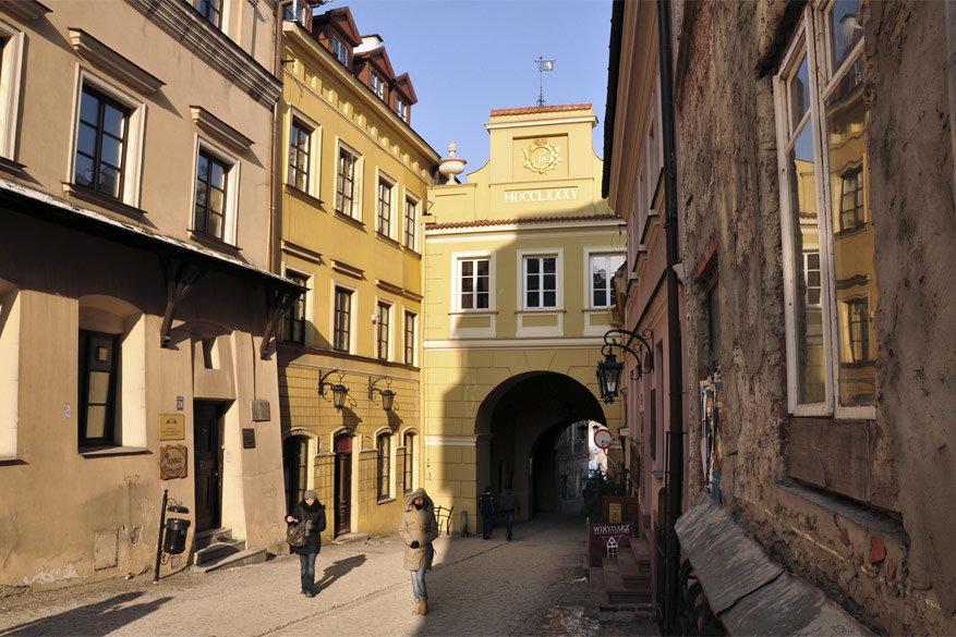 De stadspoort Grodzka © Wikimedia Commons