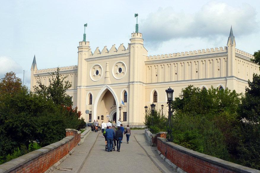 De ingang van het koninklijk kasteel. © Bruno Loockx