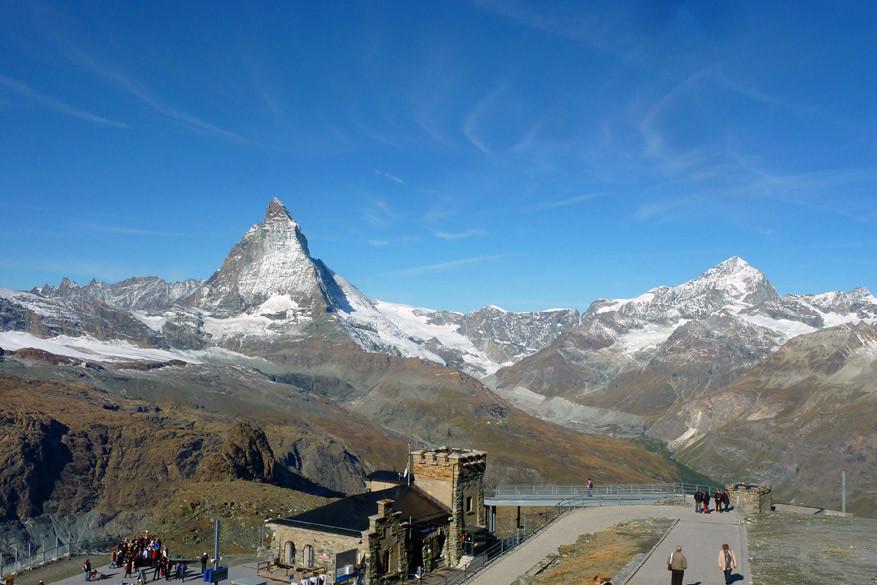 De Gornergrat kabelbaan schenkt je een mooi panorama op de Matterhorn. © Bruno Loockx