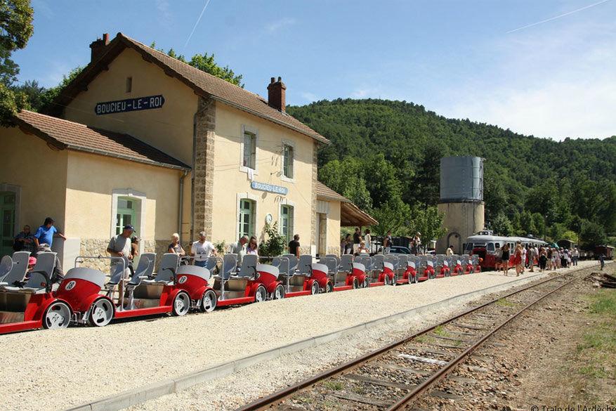 Fietsen op de VéloRail. © Hermitage Tournonais Tourisme
