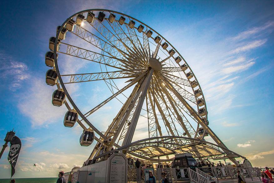 Het reuzenrad vormt de blikvanger van de pier in Brighton