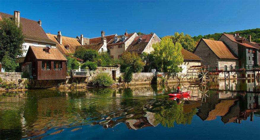 Kajakken op de Loue. © Franche Comté