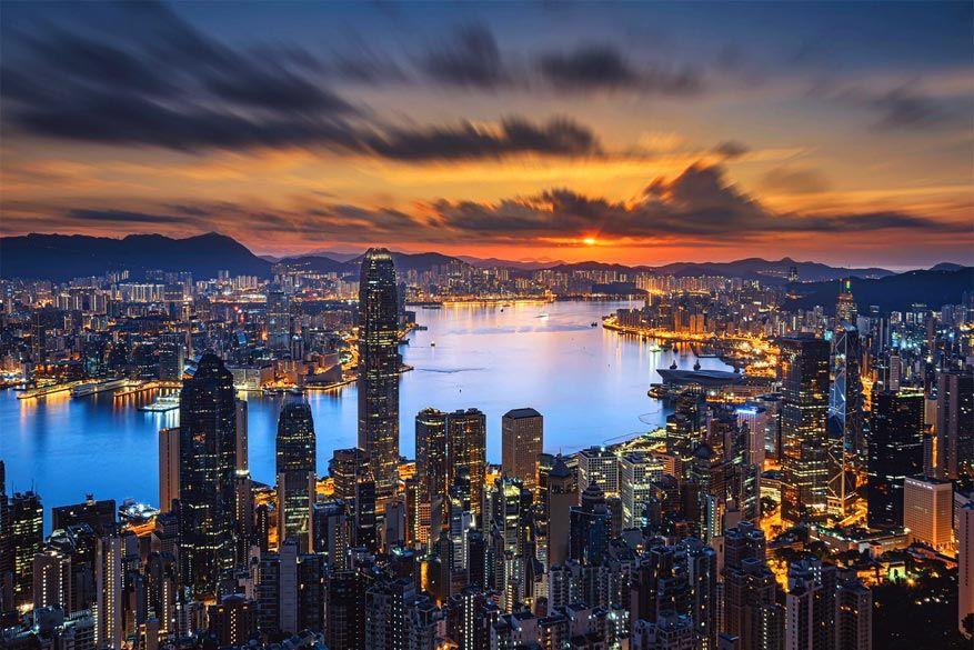 Zicht op de stad van Hongkong en de haven Victoria