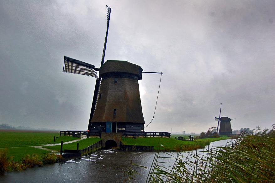 Molens in een groen landschap: meer Noord-Holland dan dit bestaat niet.