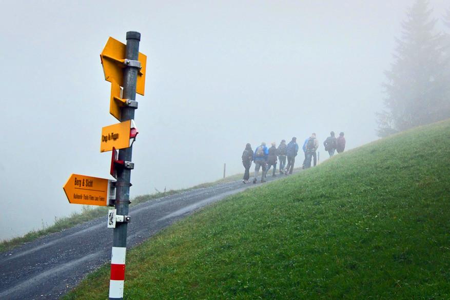Op weg naar Tektonik Arena Sardona. Helaas gooit de mist roet in het eten.
