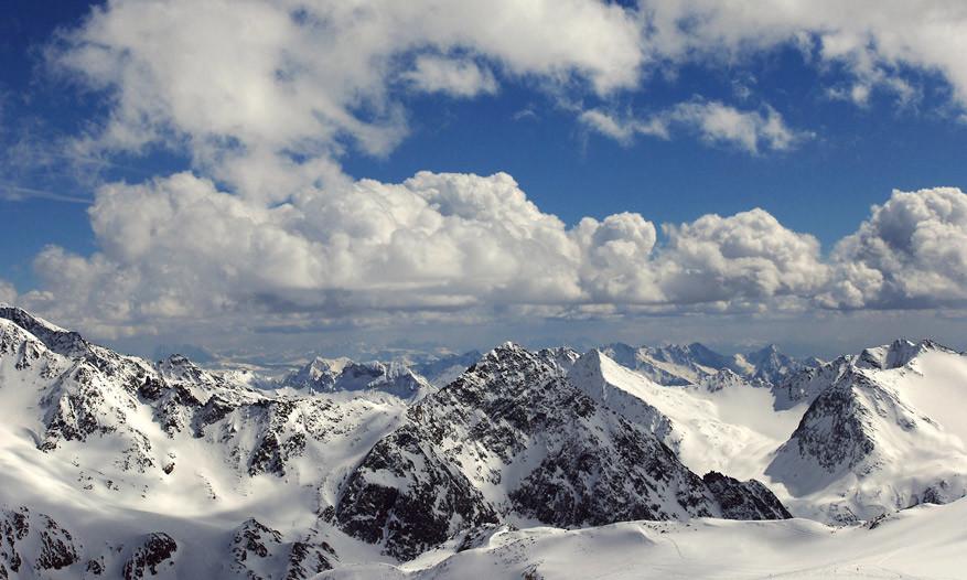 Hoe dieper je Tirol binnenkomt, hoe grilliger de bergtoppen.
