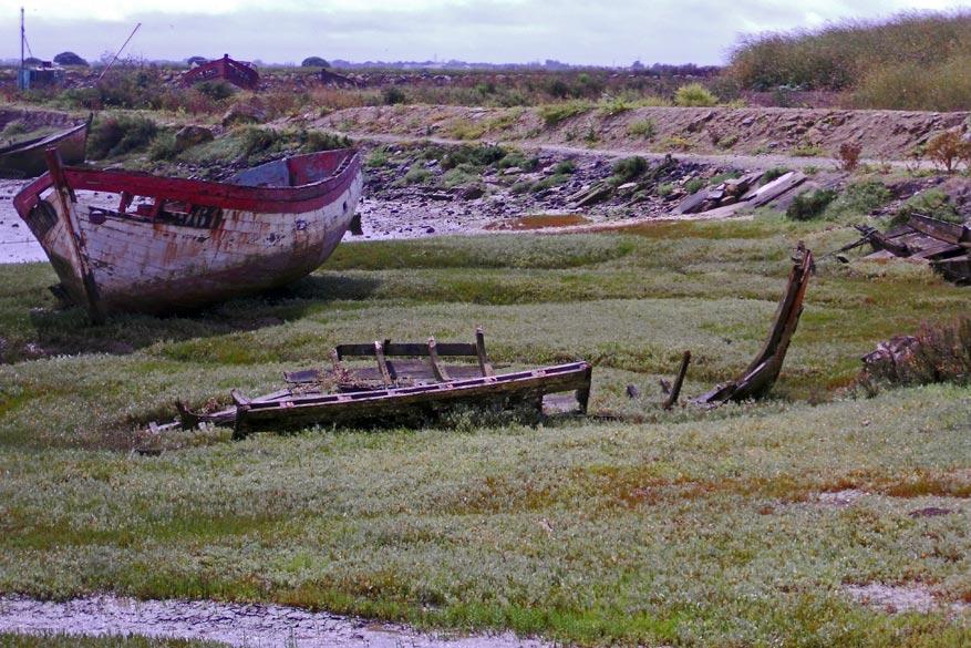 De scheepswrakken geven het landschap een nostalgische toets.