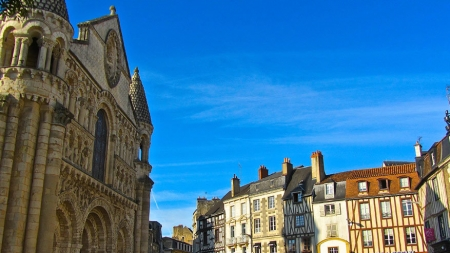 In Poitiers kruist verleden en toekomst
