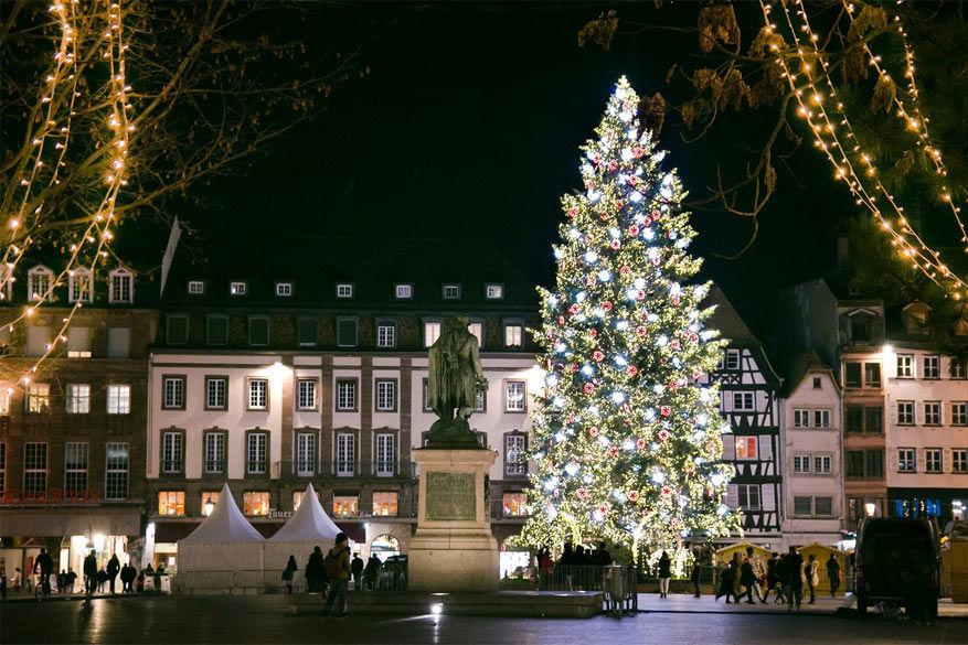 De 30 meter hoge kerstboom in het centrum van Straatsburg Kerstboom : © Amandine Joly