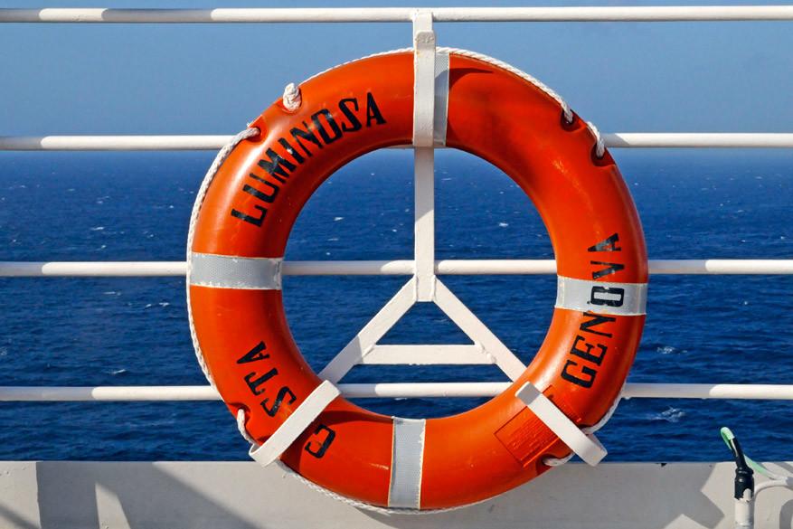 De verplichte noodoefening maakt deel uit van de cruise.