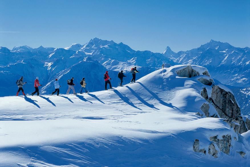 Ontdek de regio als sneeuwschoenwandelend Niets dan sfeer op deze autovrije plek © Toerisme Zwitserland