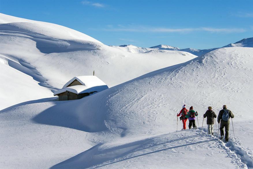 Op sneeuwschoenen door het landschap © Toerisme Orcières / Gilles Baron