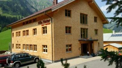 Koninklijk hout voor logees bij Villa Natur