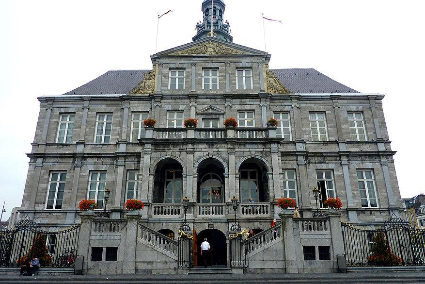Maastricht: het stadhuis op de Markt