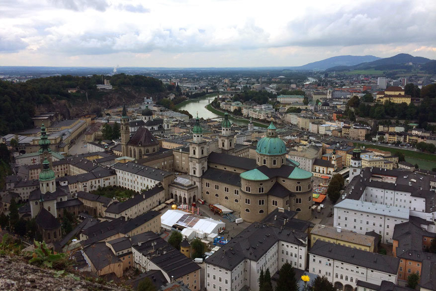 Salzburgerland: uitzicht op Salzburg van op de Hohensalzburg vesting