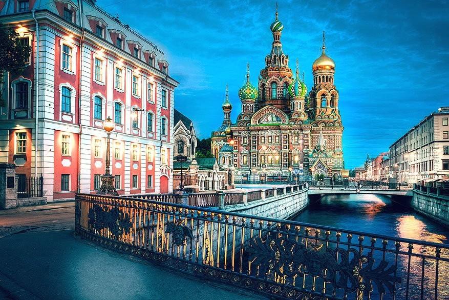 Catharina de Grote gidst je door Sint-Petersburg