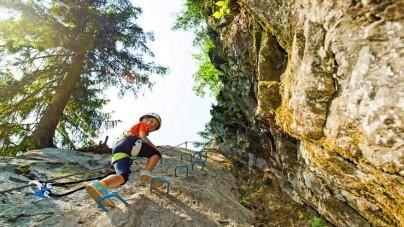 Kinderen op zomers avontuur in Tirol