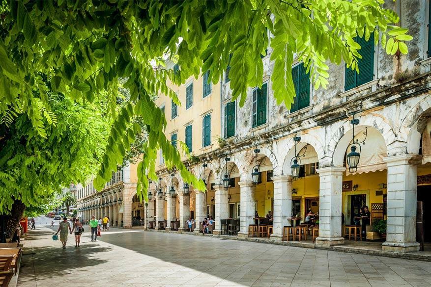 Korfoe: in hoofdstad Kerkyra vind je de typische Griekse architectuur