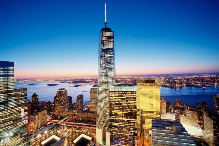 One World Trade Center in New York, Verenigde Staten: deze toren vervangt de voormalige North Tower van het originele World Trade Center en steekt er letterlijk met kop en schouders boven uit. Met een hoogte van 541 meter is deze wolkenkrabber de hoogste in Amerika. De ontwerpers zorgden voor een ultraveilig, efficiënt en bruikbaar nieuw gedenkteken. © Tony Shi
