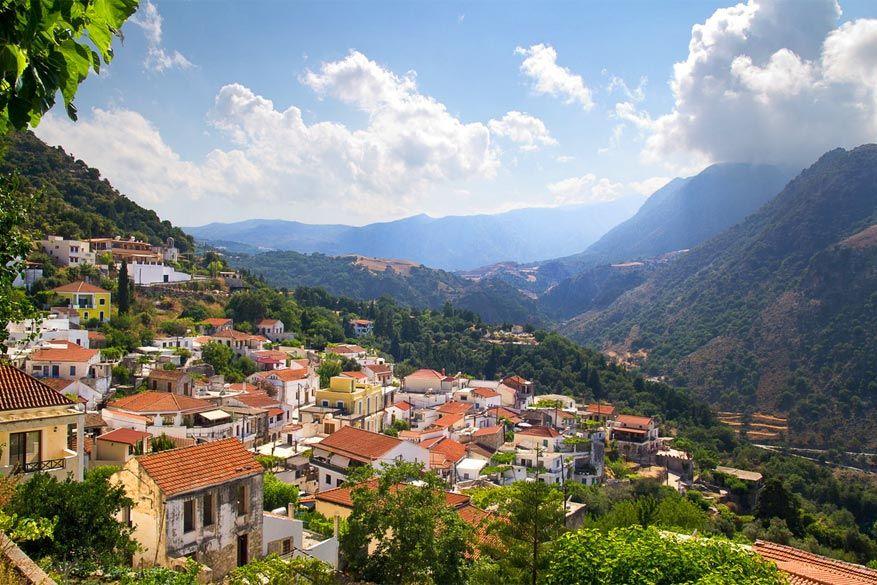 Kreta: vanuit het bergdorpje Argiroupoli heb je een mooi zicht op de omgeving