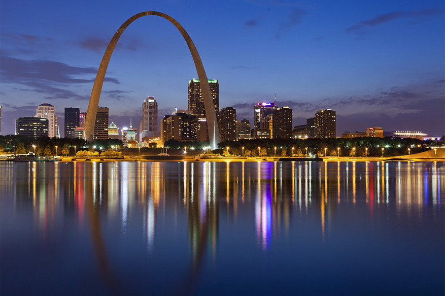 Cruisen op de Mississippi betekent stoppen bij de Gateway Arch in St. Louis