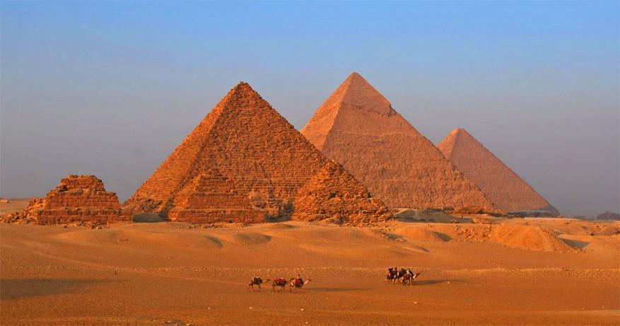 Tijdens een cruise op de Nijl bezoek je de bekende piramides van Gizeh