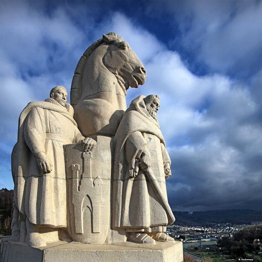 Franse Ardennen: het standbeeld van de Vier Heemskinderen