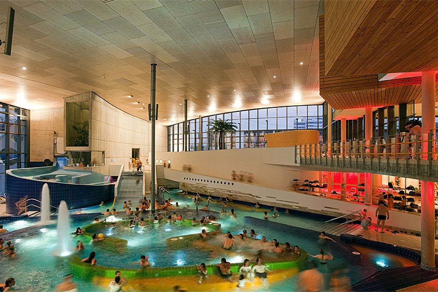 Waterratten komen zeker aan hun trekken in het Europabad van Karlsruhe.