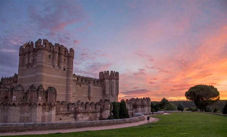 Castillo de Coca in Spanje: gebouwd in de 15de eeuw door de aartsbisschop van Sevilla en beschouwd als een van de mooiste kastelen in Spanje. Het is een knap voorbeeld van de gotische en mudejar stijl. Dit kasteel kun je zowel aan de buiten- als binnenkant bewonderen. © Roberto Moreno Mateos