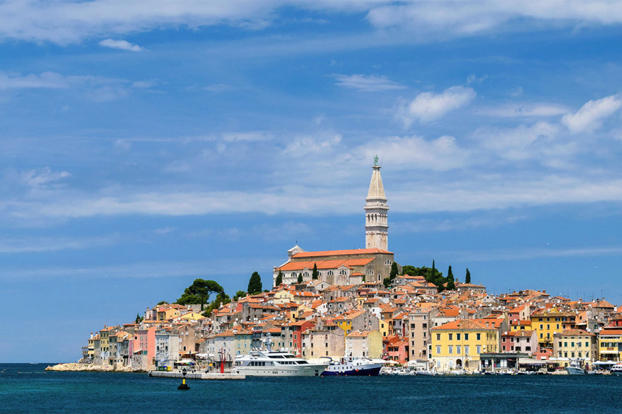 Kroatië: Rovinj met de kerktoren van St. Euphemia