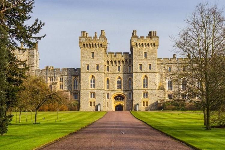 Windsor Castle in Engeland: het kasteel staat in het stadje Windsor in het graafschap Berkshire en is een van de residenties van het Britse Hof. Daarmee is Windsor Castle het grootste nog bewoonbare kasteel ter wereld en dit al ruim 900 jaar lang. Een bezoekje waard, dus. © Max Boudreau