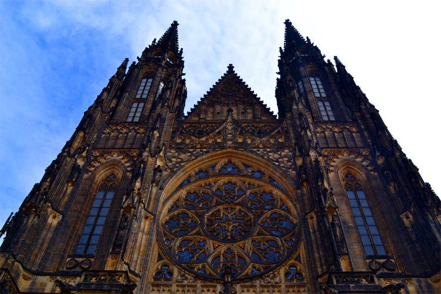 Praag: de westzijde van de Sint-Vituskathedraal