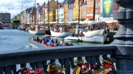 Op je sneakers door cool Kopenhagen