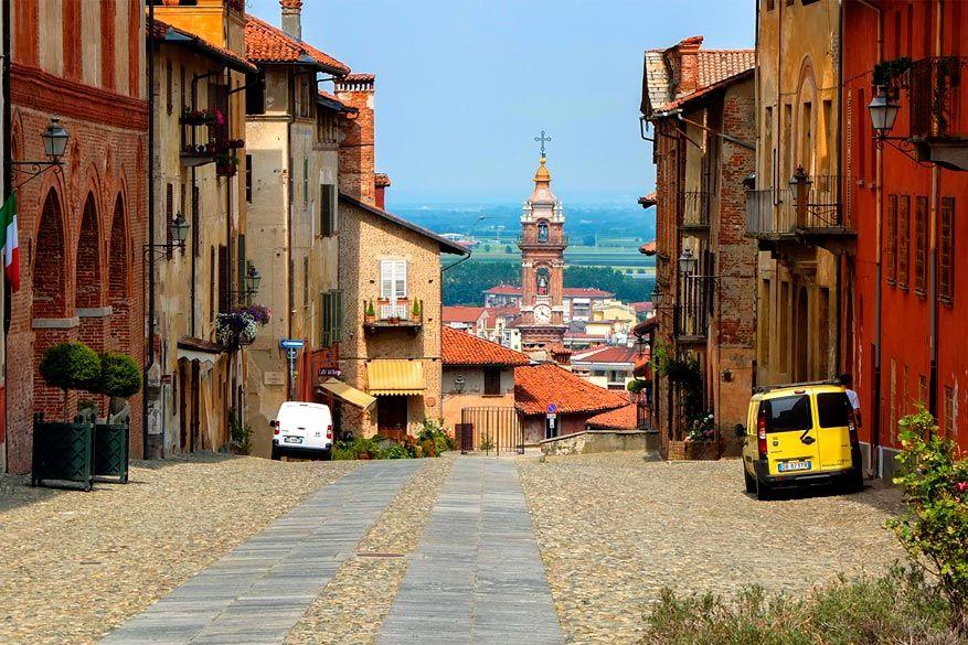 Monviso: gekleurde gevels in Saluzzo